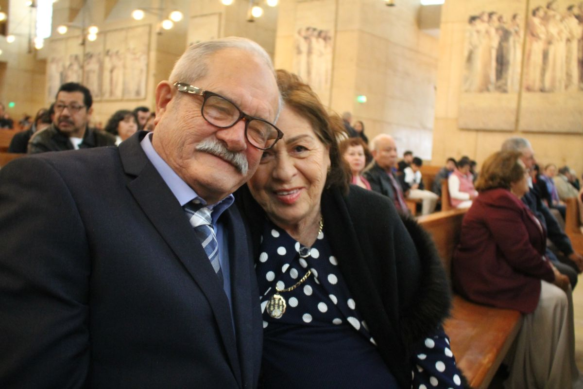 Medio siglo de casados: Jesús y Rafaela Hermosillo. (Jorge Luis Macías/Especial para La Opinión)