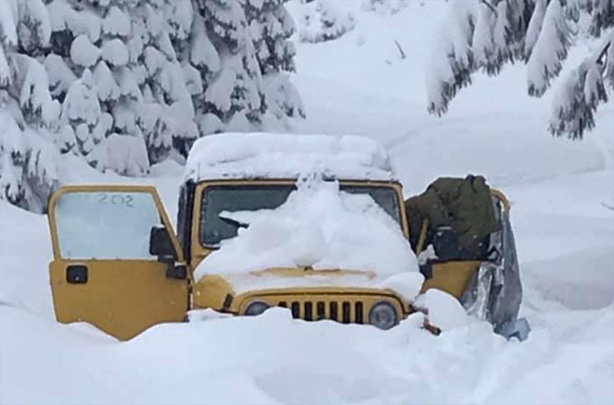 Jóvenes sobreviven después de estar cinco días atrapados en medio de la nieve