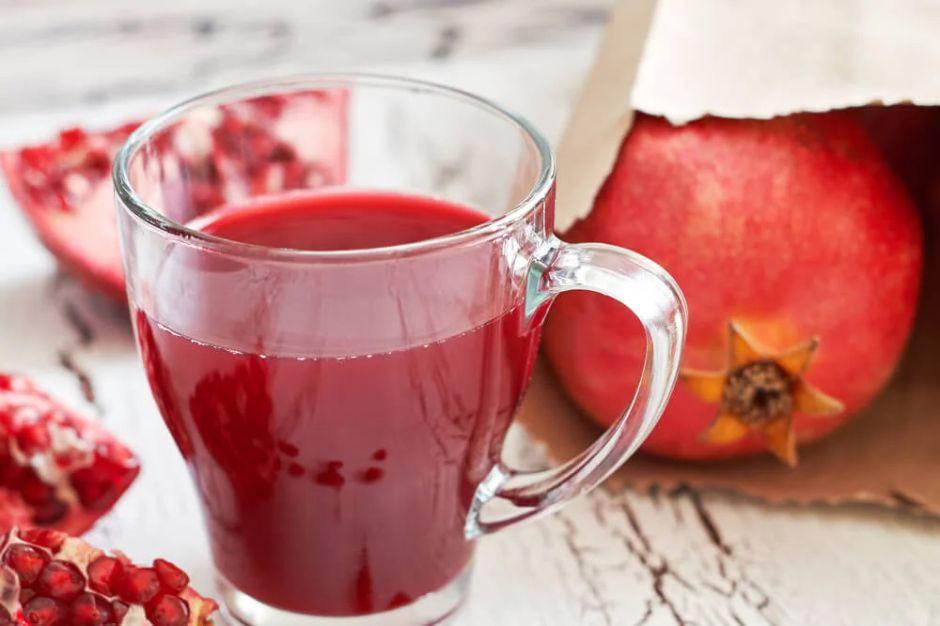 Regula tu sistema hormonal con este jugo rojo