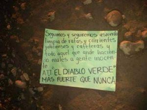 Cartel de Sinaloa amenaza al Jalisco Nueva Generación con cadáver en bandeja y narcomanta