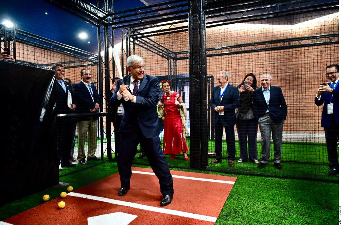 El presidente López Obrador demostró sus cualidades como bateador