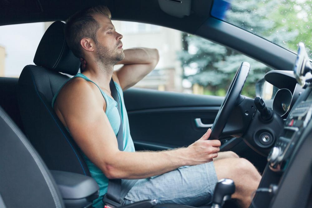 6 consejos para evitar el dolor de cuello mientras conduces