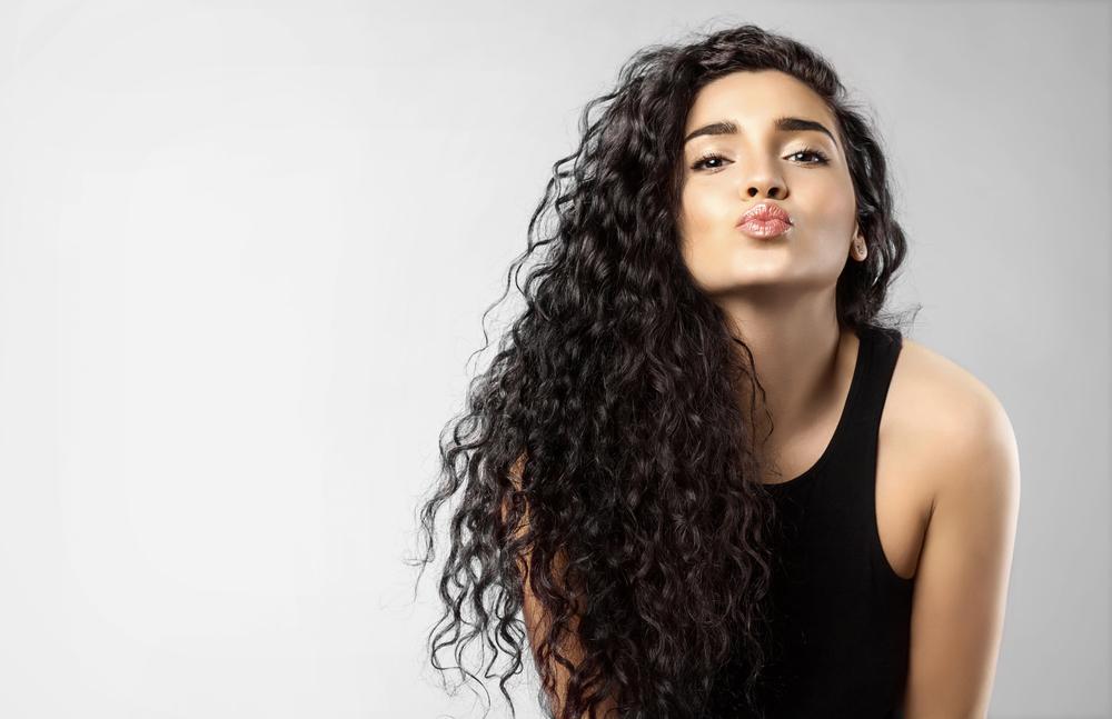 4 shampoos para definir y cuidar el cabello rizado