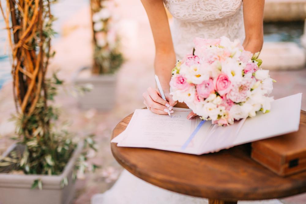 5 vestidos blancos cortos que puedes usar para tu boda civil