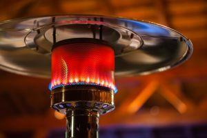 4 calentadores de gas para tener fiestas en tu patio aunque haga frío