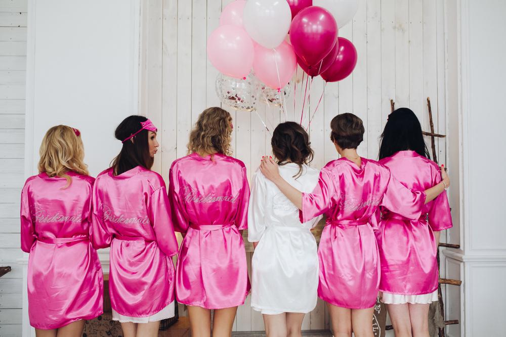 Las 5 mejores batas de seda para usar en tu noche de bodas