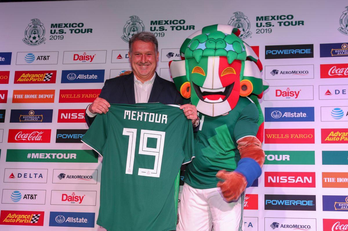 Gerardo Martino posó con la playera del Tri en Los Ángeles.