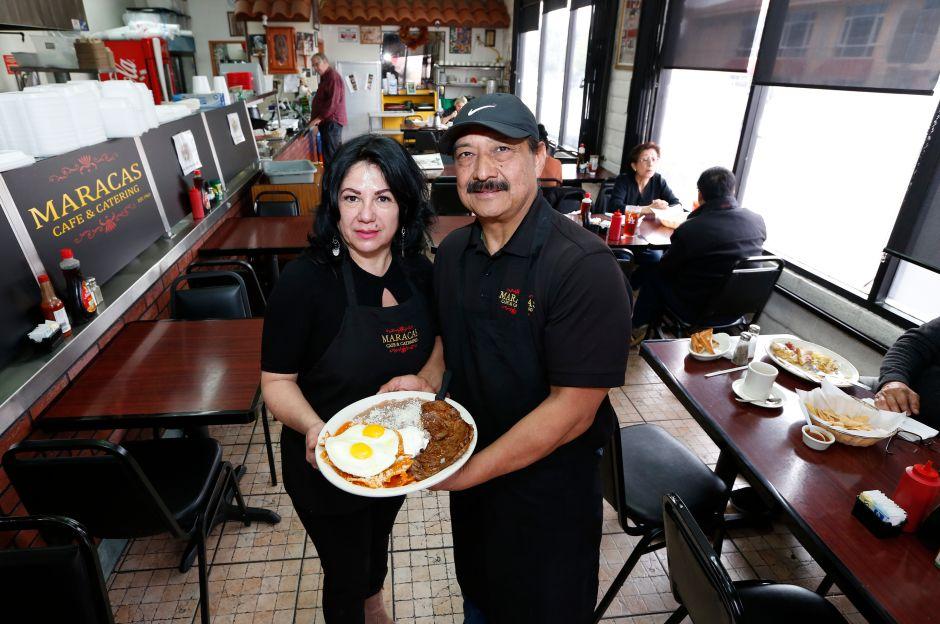 Maracas, un restaurante que alimenta y ayuda a la comunidad desde 1963