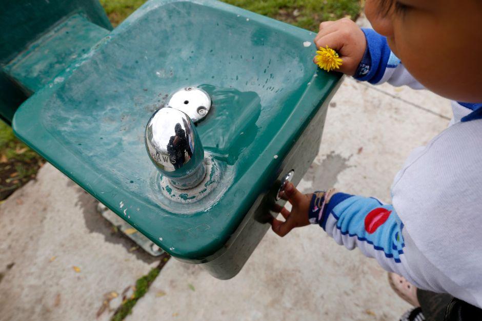 Reportan presencia de plomo en el agua para los niños