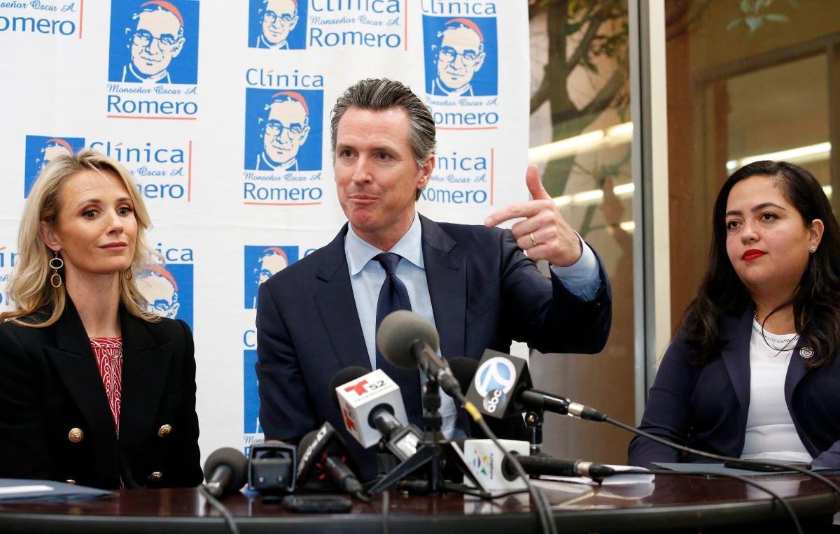 Gavin Newsom llega a la Clínica Romero y genera esperanza