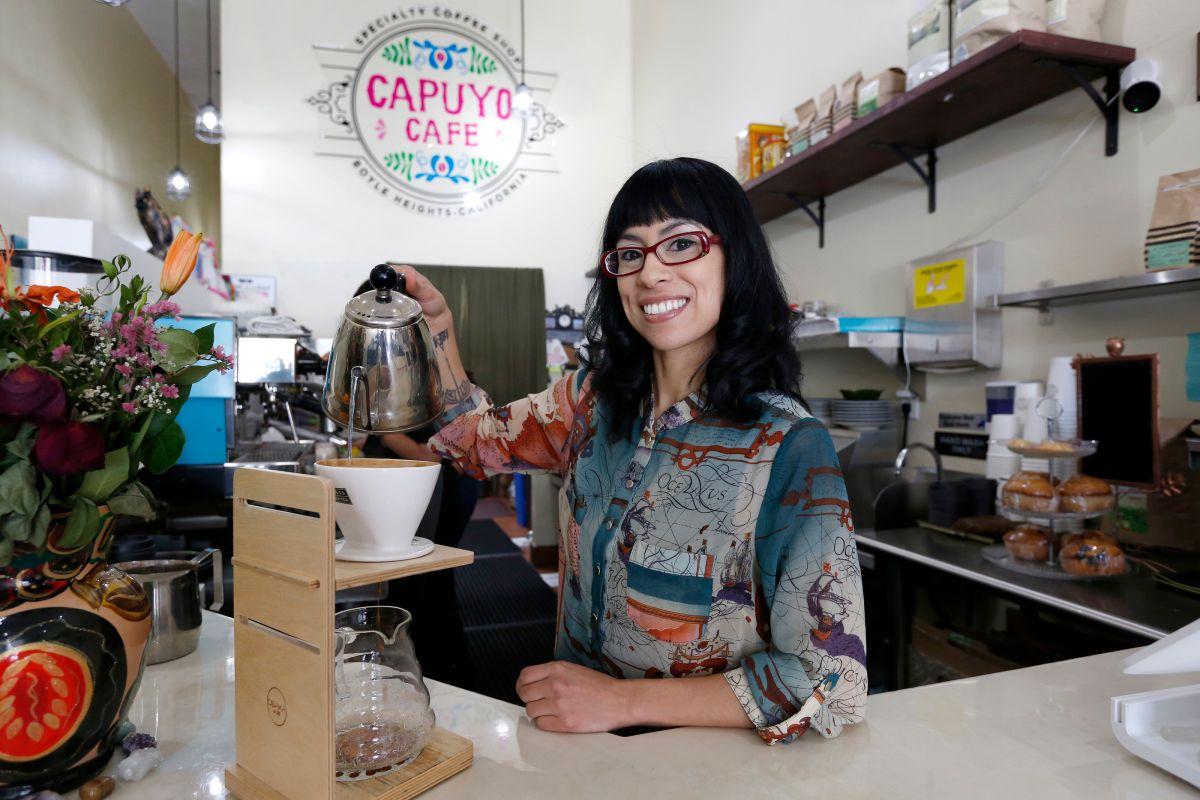 Daisy Iniguez es la co-propietaria de Capuyo Cafe en Boyle Heights. (Aurelia Ventura)