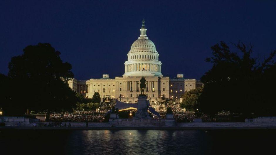"""Qué es el """"dinero oscuro"""", la sigilosa forma de """"corrupción"""" que salpica la política de Estados Unidos"""