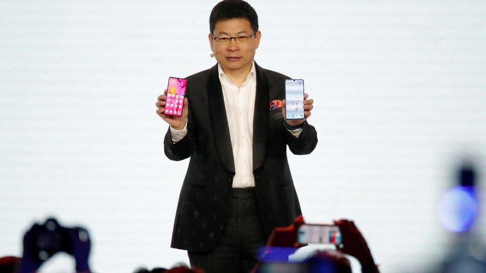 Huawei P30: así son los nuevos celulares con los que la compañía china quiere ganarle mercado a Apple y Samsung en medio de su crisis política