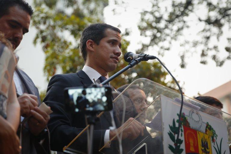 Venezuela: por qué la inhabilitación de Guaidó no frena su desafío al poder de Maduro