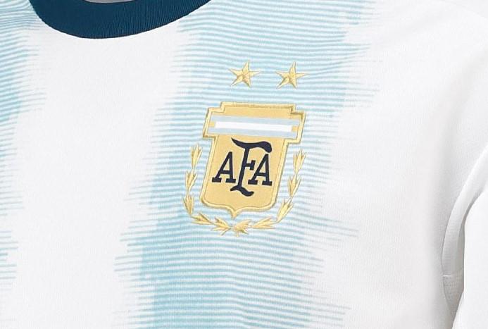 Lionel Messi modeló la nueva camiseta de la selección de Argentina