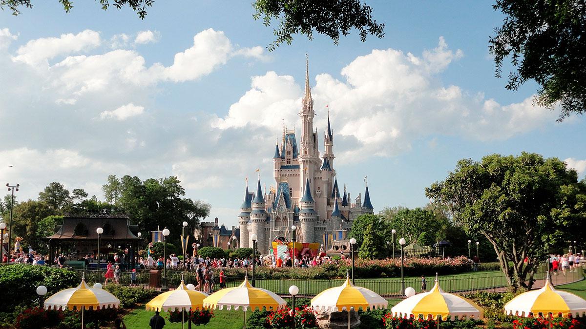 Disney ha explicado que ha instalado desinfectantes de manos adicionales en sus parques.