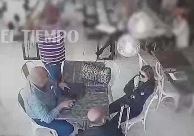 Regresa a Colombia tras cumplir cárcel por narcotráfico en EEUU y sicarios lo acribillan en plaza de comidas