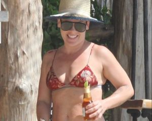 Pink dejó ver sus curvas en bikini en las playas de México