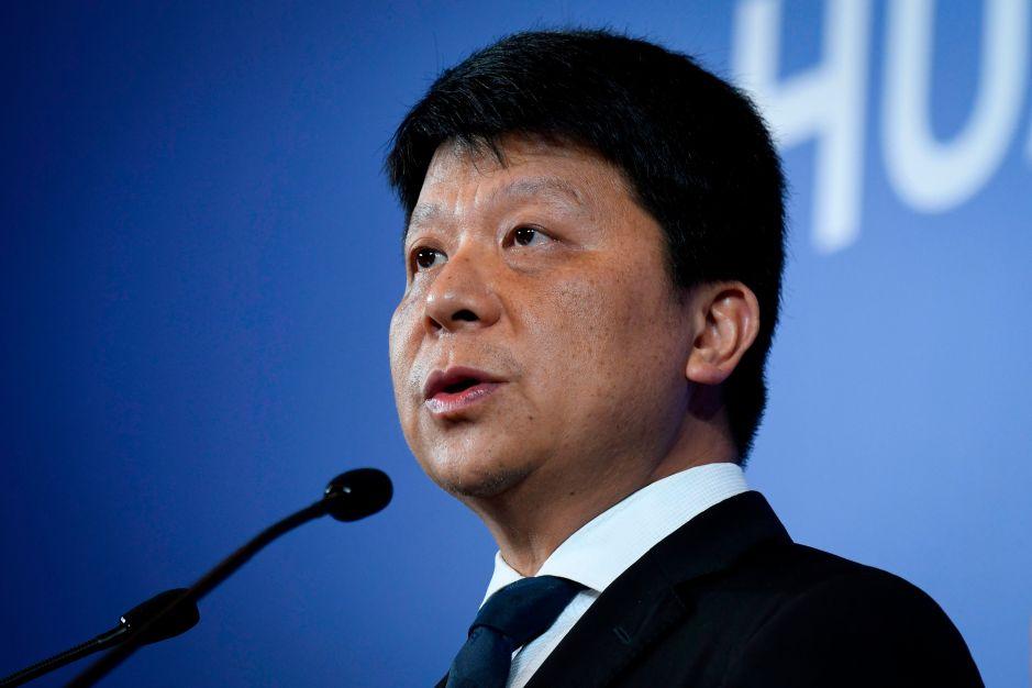 """Huawei insiste en que sus productos """"no tienen puertas traseras"""""""
