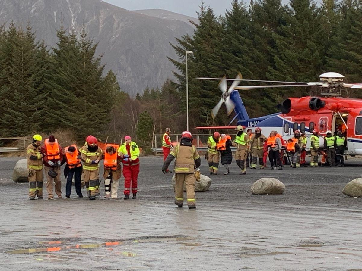 Evacúan a 1,300 pasajeros de un crucero de Noruega averiado en una tormenta