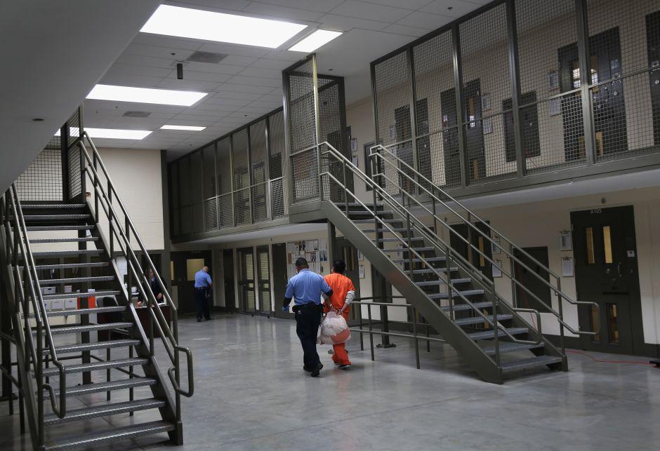 Alarmantes fallas no evitan cierre de Centro de Detención en Bakersfield
