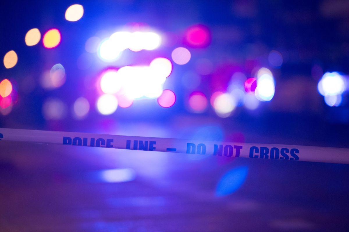 Persecución policial finalizó con choque contra una sede del banco Chase en Woodland Hills