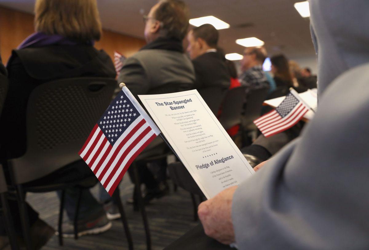 El proceso de naturalización se puede aplicar en línea o enviar por correo los documentos.