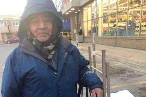 Vendedor ambulante de empanadas de 80 años recauda miles de dólares para jubilarse en México