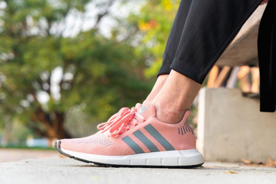 Los mejores 5 estilos livianos de tenis Adidas para correr y hacer ejercicio cómodamente