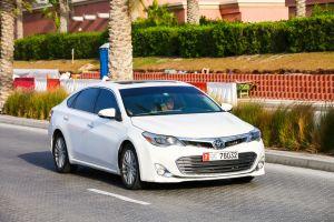 ¿Cuál es mejor?: Lexus ES o Toyota AValon