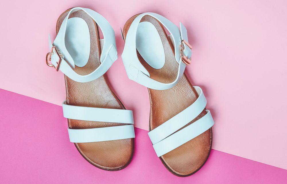 Las 5 mejores sandalias en colores pasteles que debes incluir en tu closet esta primavera
