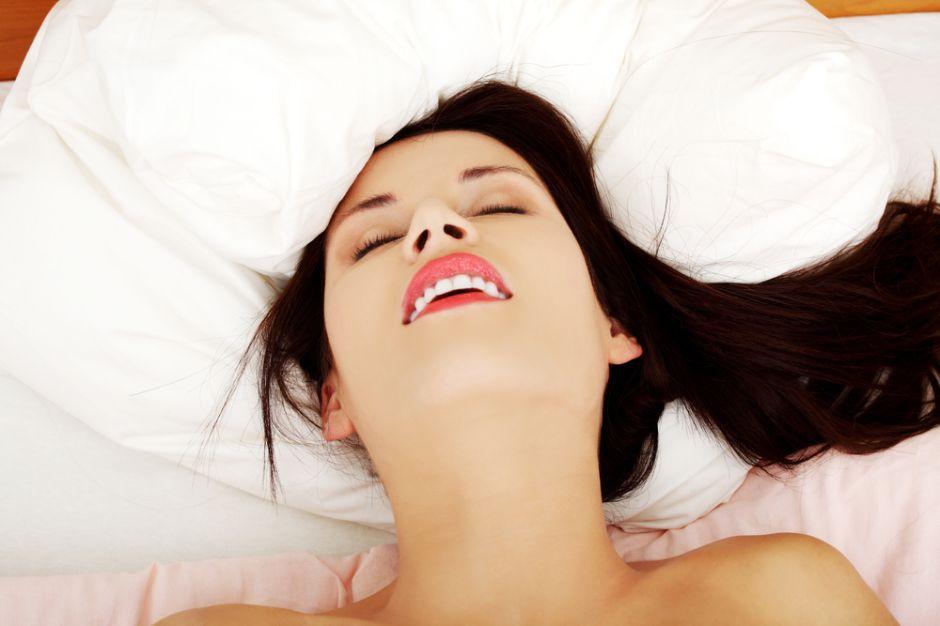 Mujer sufre derrame cerebral tras sesión de sexo oral