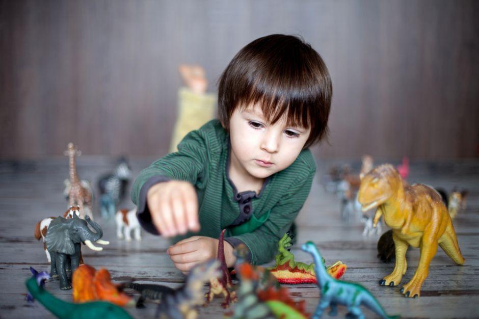Estudio afirma que niños a los que les gustan los dinosaurios son más inteligentes