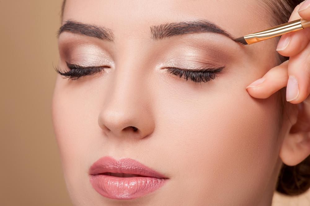 Los 5 mejores productos para arreglar tus cejas en casa y ahorrar dinero