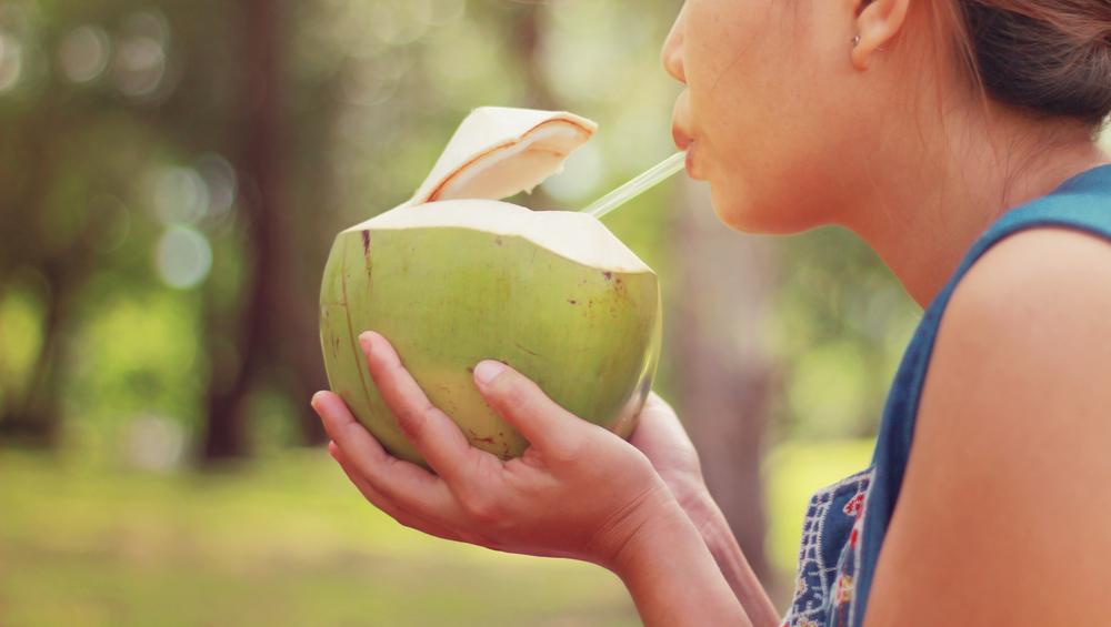 ¿Por qué el agua de coco ayuda a la gastritis y a tener mejor digestión?