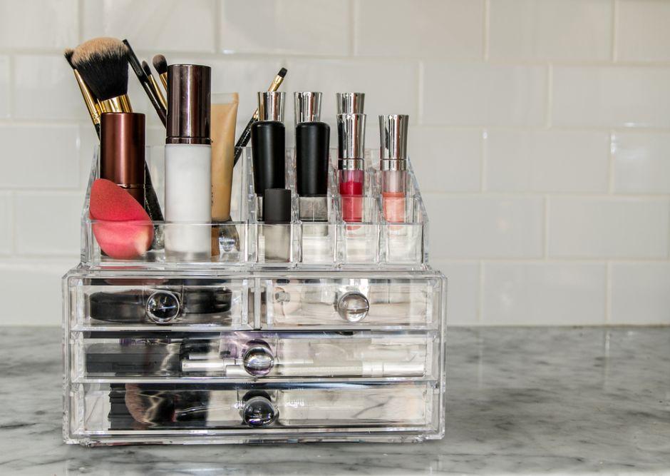 Los 3 mejores organizadores de maquillaje para tenerlo todo en su lugar en la casa