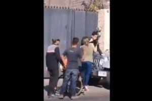 Video: joven agrede a policía discapacitado en Oaxaca