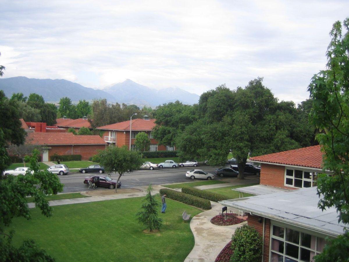 La Universidad de La Verne suspendió las clases tras amenazas y actos racistas.