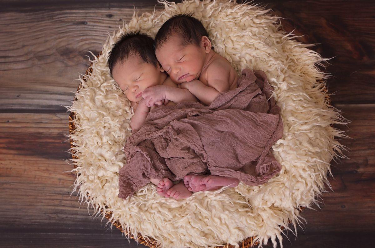 Madre da a luz a mellizos que son de padres distintos