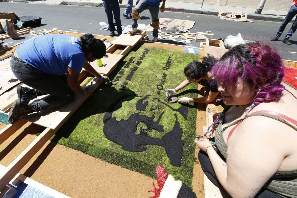 Varias de las alfombras tuvieron como tema al santo Óscar Romero. / fotos: Aurelia Ventura
