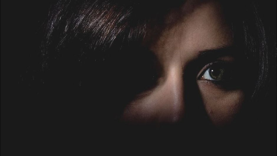 """""""Le pidió a una amiga y a su novio que la golpearan"""" para culpar a su expareja: el trágico submundo de las denuncias falsas de violencia doméstica"""