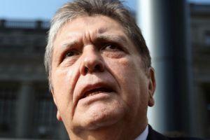 Muere Alan García, expresidente de Perú, tras dispararse en la cabeza cuando era detenido en su casa