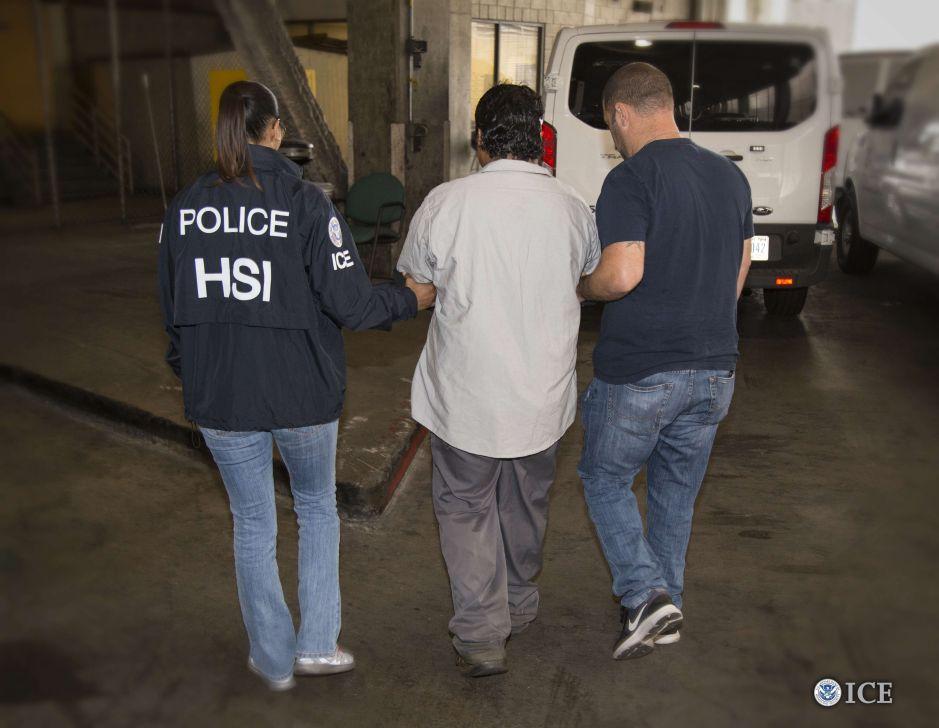 Pandilleros le sacaron el corazón a un inmigrante con un machete