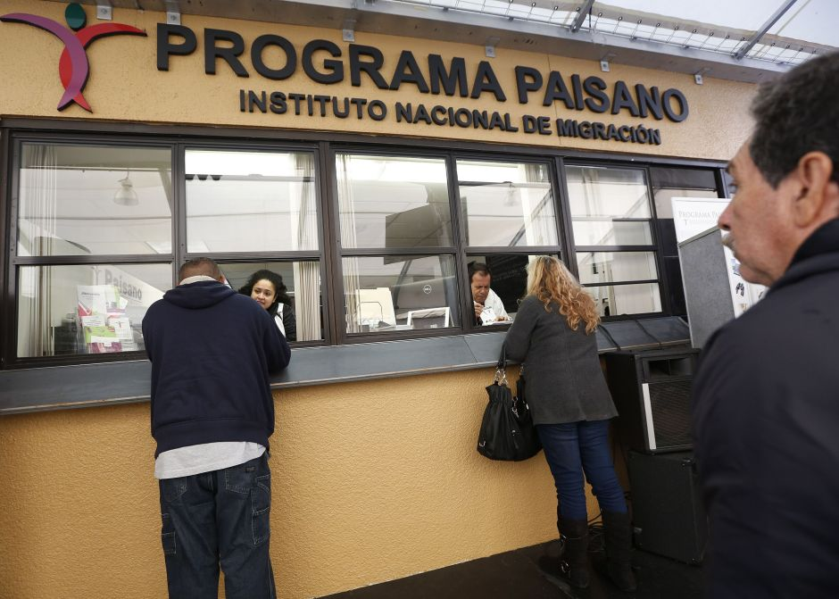 """AMLO elimina el programa """"Paisano"""" para mexicanos en el exterior"""