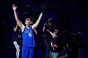 Dirk Nowitzki se retiró luego de 21 temporadas con los Mavericks