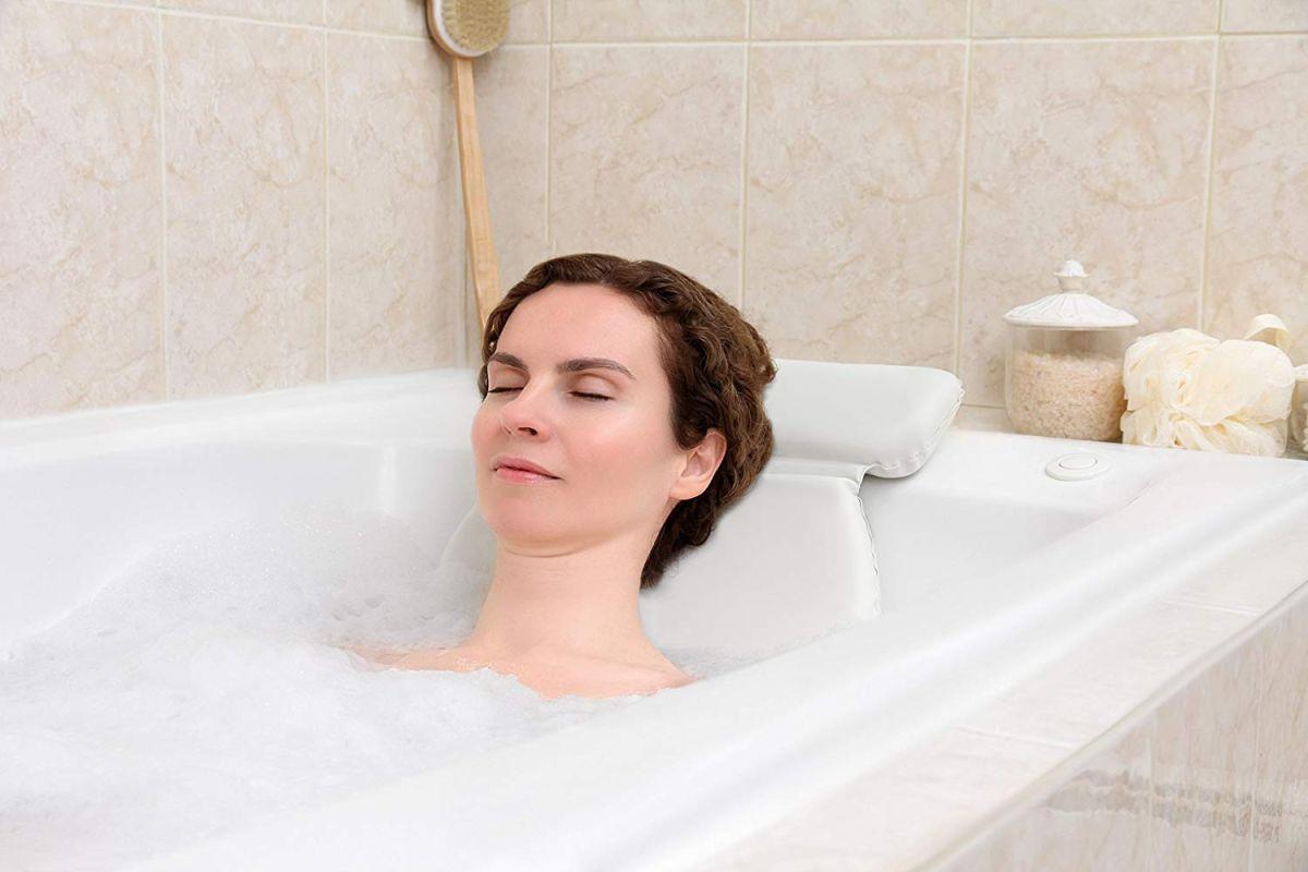 5 almohadas de tina para darte un baño relajante y reparador después de un largo día de trabajo