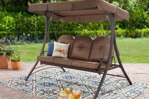 5 sofás colgantes para disfrutar y relajarte en tu patio en los días de sol