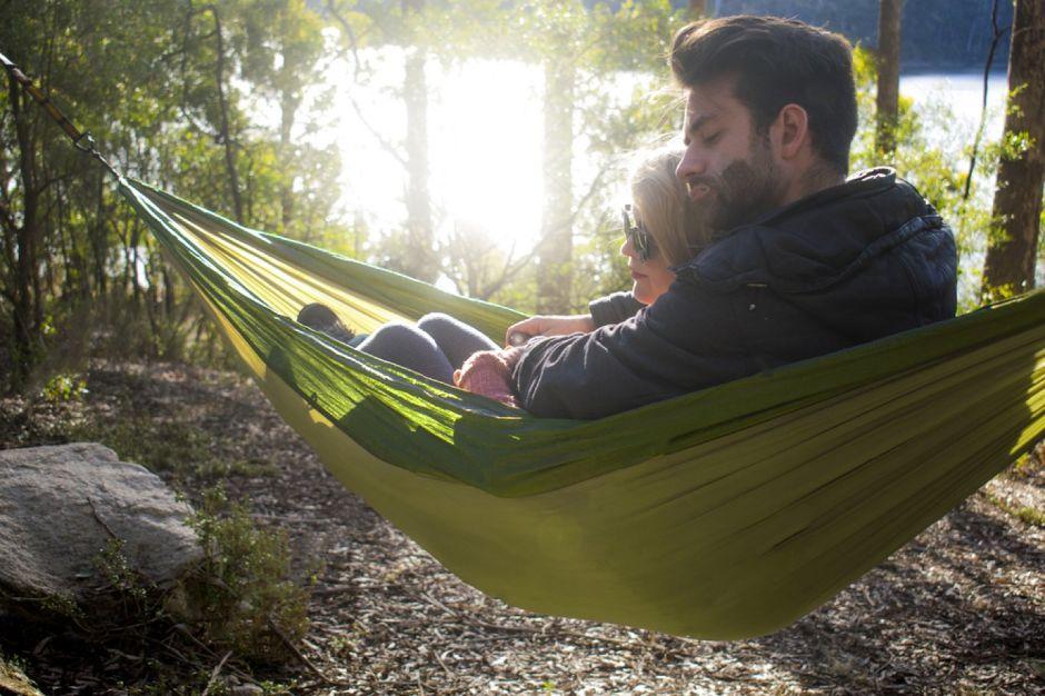 6 resistentes hamacas para disfrutar en el campo y relajarte por menos de $40