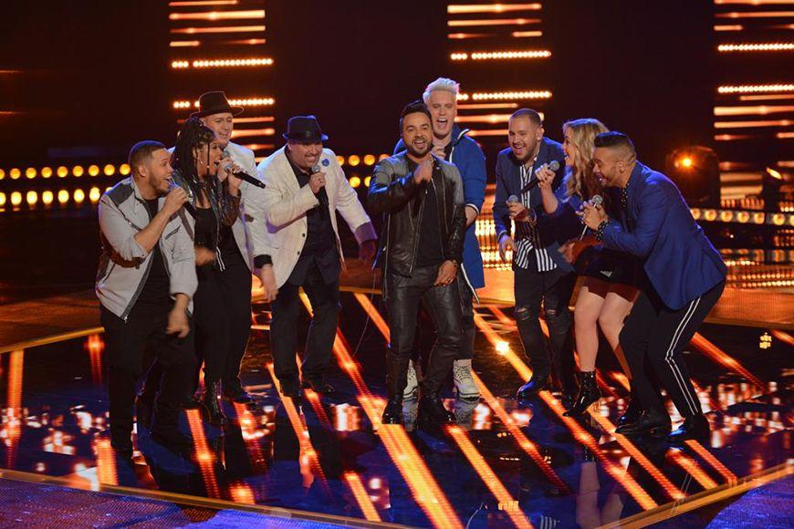 Impresionante momento… Luis Fonsi canta sus éxitos con su team de 'La Voz'