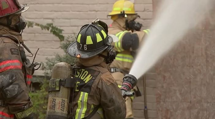 El Municipio aprobó la despedida de 220 bomberos.